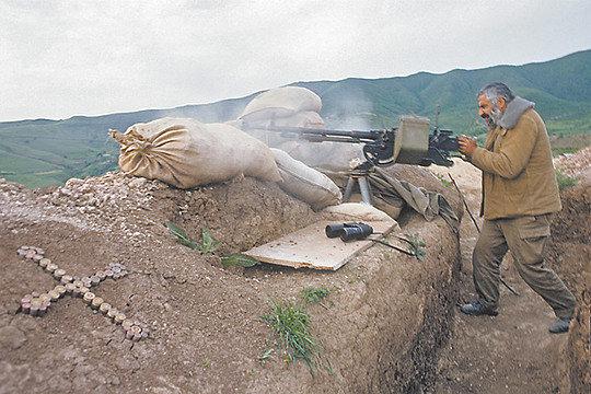"""Nagorno-Karabakh. Hadrut. In the combat operational zone. Photo ITAR-TASS / Khamelyanin Gennady; Solovyev Andrei àãîðíûé Šàðàáàõ. ƒàäðóò. ' çîíå áîåâûõ äåéñòâèé. """"îòî €íäðåß 'îëîâüåâà è ƒåííàäèß •àìåëüßíèíà /ˆ'€-'€''/."""